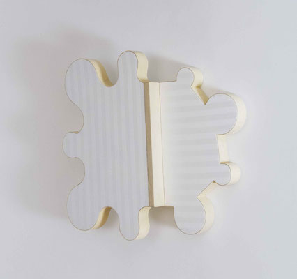 Rosette, 2013, Holz, Styrodur, Damasttuch, Fensterleder