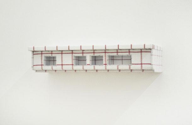 unter-dach-und-fach, 2010,  Holz, versch. Geschirrtücher, 36 x 12 x 14 cm