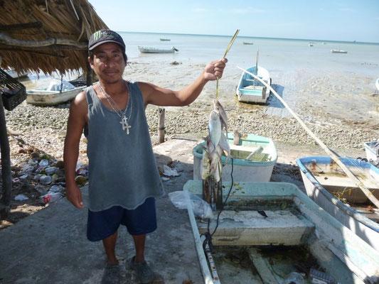 Un pêcheur et sa prise