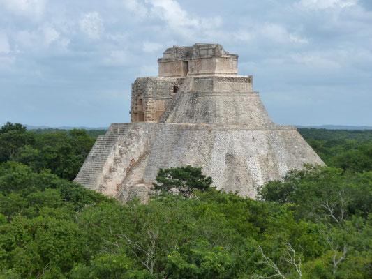la grande pyramide d'Uxmal