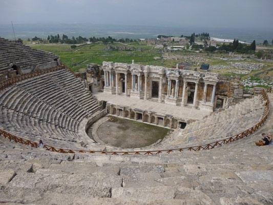 Le théâtre de Ierapolis, ville antique au-dessus des bassins