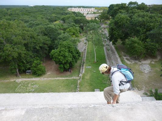 deuxième pyramide, on y monte mais la descente en est vertigineuse