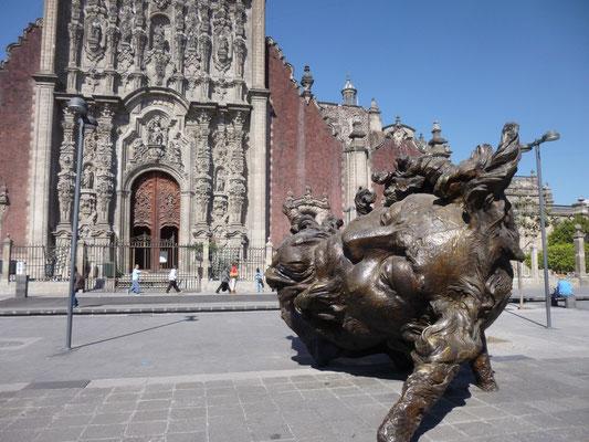 Sculpture monumentale de Javier Martin, devant la cathédrale