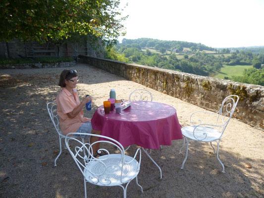 Chatelloy, Café sur la terrasse