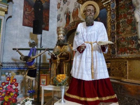 Trois statues pas tristes dans l'église de Tlacochahuaya