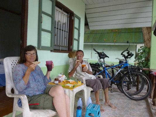 Petit déjeuner sur notre terrasse
