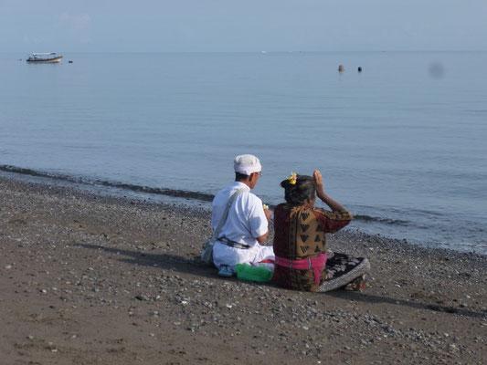 prière sur la plage