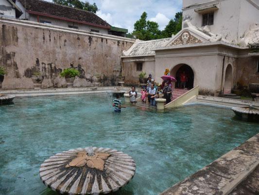 les bains du Sultan, depuis il s'est fait faire une salle de bains moderne