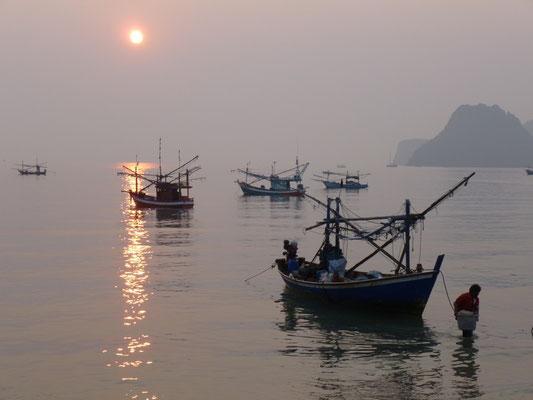 Barques de pêche à Prachuap