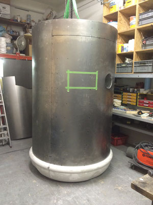 Stahlzylinder und  Bodenteil mit Tür mit 3-fach Scharnier