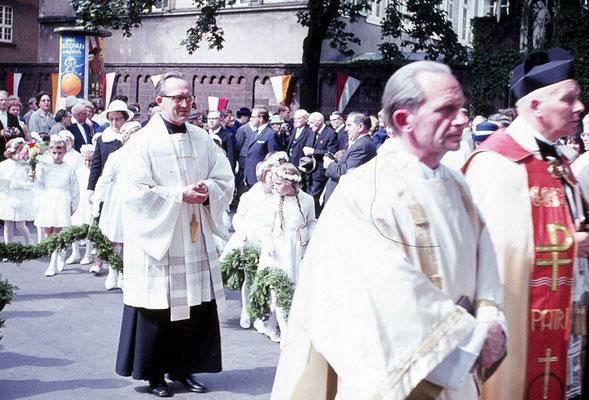 Priestereinführung von Direktor Vierbuchen in Trier, wohl 1965