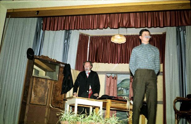links Direktor Vierbuchen, rechts Klaus Lambert