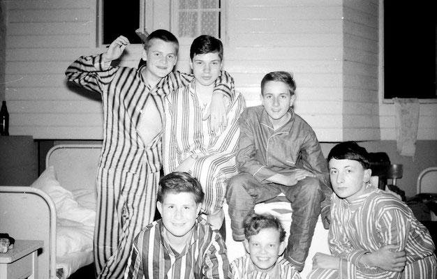 """unten von links: Friedhelm """"Tapsi"""" Kronewald, Franzl Blumenberg, Karl Gerz,; oben von links: Wolf-Peter Hocke, Thomas Greven, rechts daneben unbekannt"""