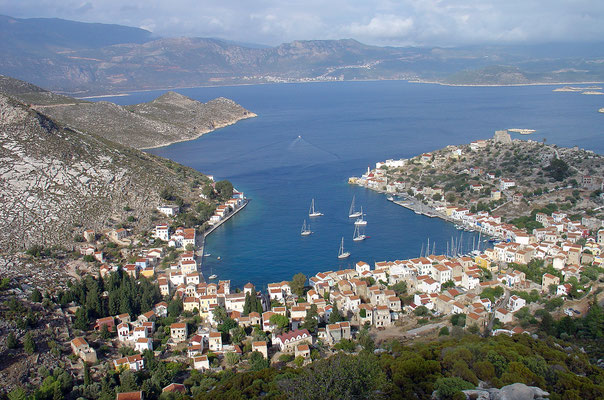 Blick auf Hauptort und Hafen