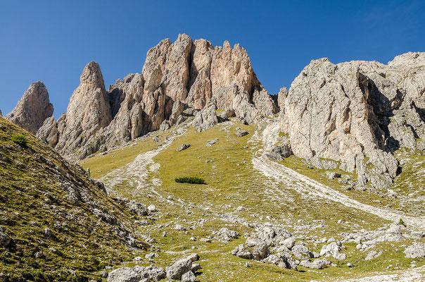 Felsengruppe in der Nähe der Pieralongia-Hütte
