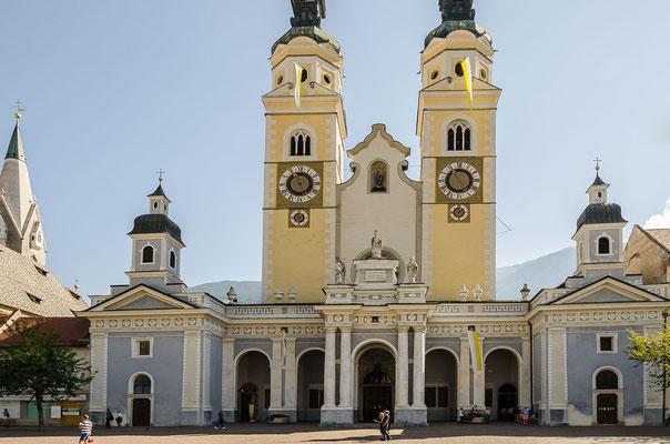 Brixen mit historischer Altstadt, Laubengängen, Restaurants und Cafés ist einen Besuch wert