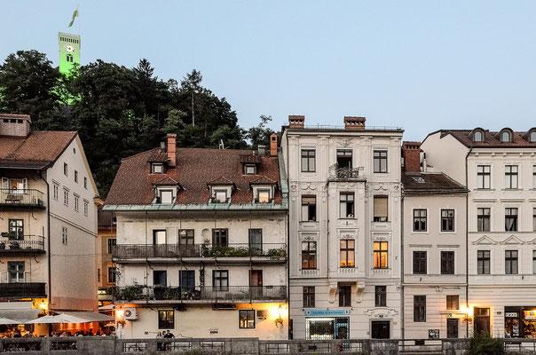Altstadthäuser und Cafés an der Ljubljanica
