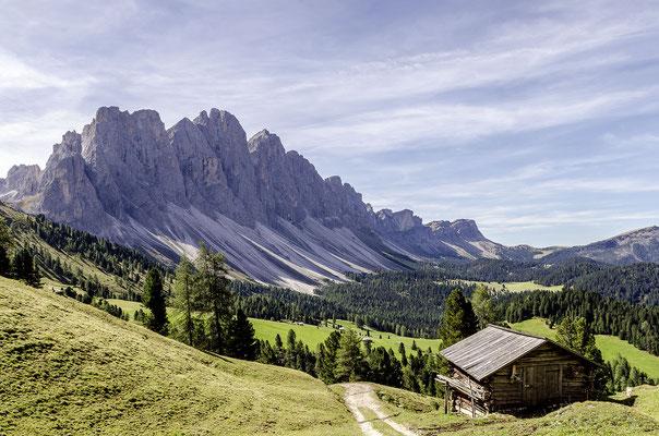 Die Geislerspitzen im Naturpark Puez-Geisler bilden den Kamm zwischen Vilnösser Tal und Grödnertal