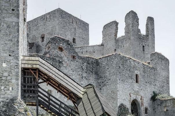 Spätgotische Festungsarchitektur: Burgruine Rabí