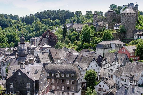 Die Burg Monschau thront über der Stadt