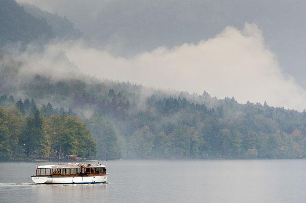Gemütlich: Eine Fahrt im Panoramaboot über den Bohinjer See