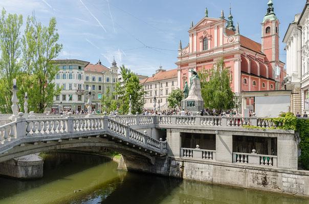 """Die """"Drei Brücken"""" und das Franziskanerkloster mit der Kirche Mariä Verkündigung"""