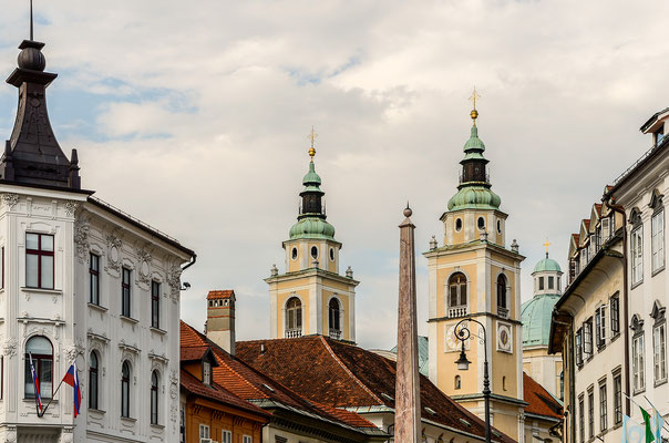 Die Kirchtürme der Kathedrale St. Nikolaus