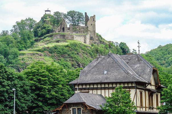 Burg Are liegt oberhalb von Altenahr