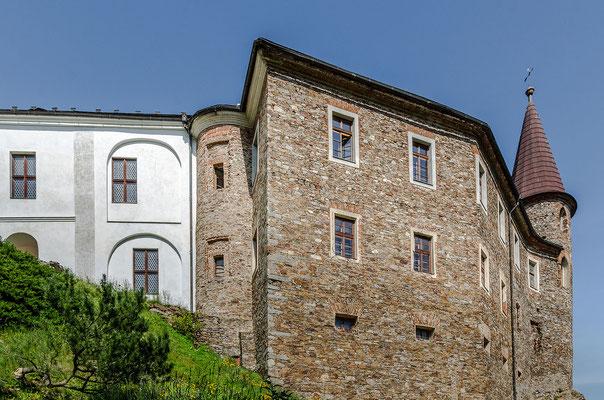 Mittelalter und Renaissance vereint: Burgruine Velhartice mit Schloss