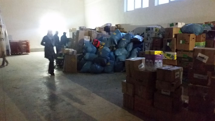 Verladen der Spendengüter