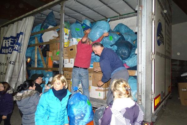 Verladung der Hilfsgüter