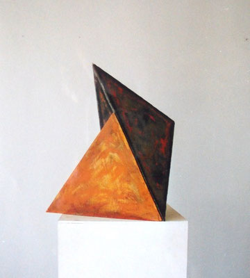2 Tetrader , steel wood colour  2000 H 42 cm
