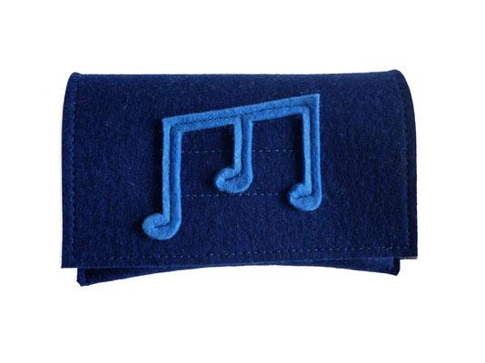 blaue Tasche mit Note