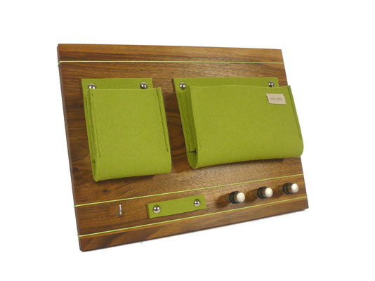 Schlüsselboard Nußbaum mit Tasche grün