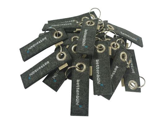 Schlüsselanhänger bestickt