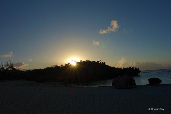 トケイ浜の朝日(沖縄県)