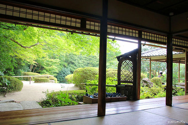 詩仙堂の庭におりる入口(詩仙の間より)
