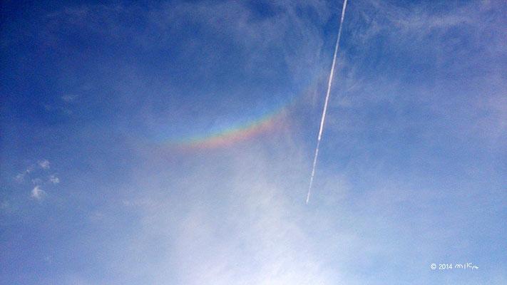 飛行機雲と日かさ(2014年7月28日 17時ころ 大阪)