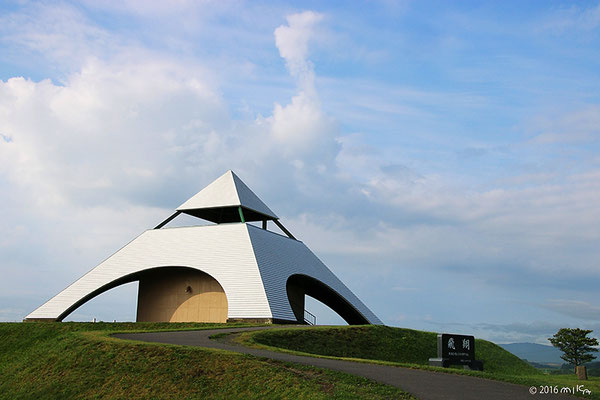 北西の丘展望公園のピラミッド型の展望台