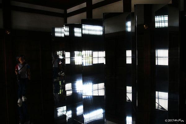 キム スージャ氏「遭遇ー鏡の女」(東アジア文化都市現代美術展2017年)