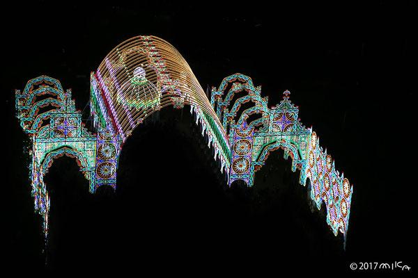 スパッリエーラ・ガレリア「壮大な寺院」(神戸市役所展望ロビーより/東遊園地・広場)