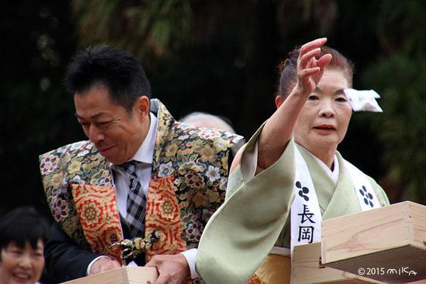 年女と年男の豆まき(長岡天満宮)