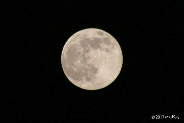 ストロベリームーン(2017年6月9日20時頃の満月)