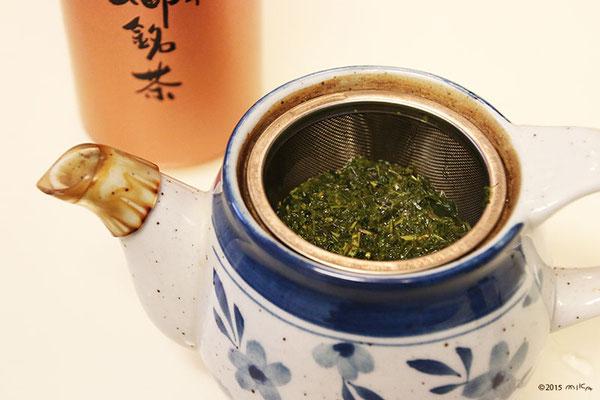 ①緑茶を用意します(出がらしでかまいません)