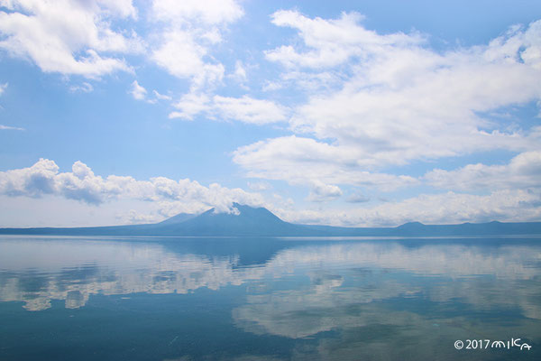 雲の上を歩けるような景色(支笏湖)