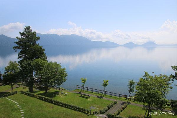 支笏湖を見渡して