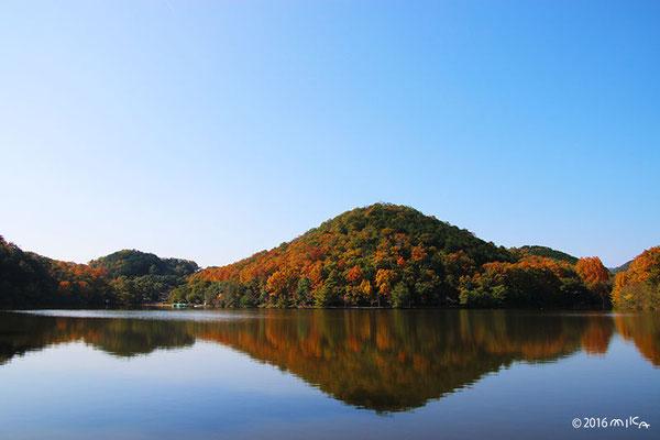 宝ヶ池公園に映る比叡山①