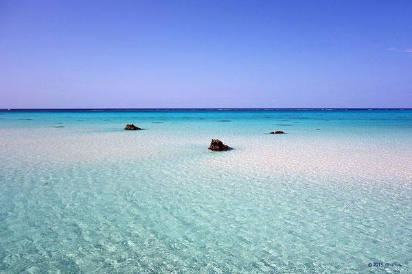 どこまでも白い砂浜(沖縄県 下地島)