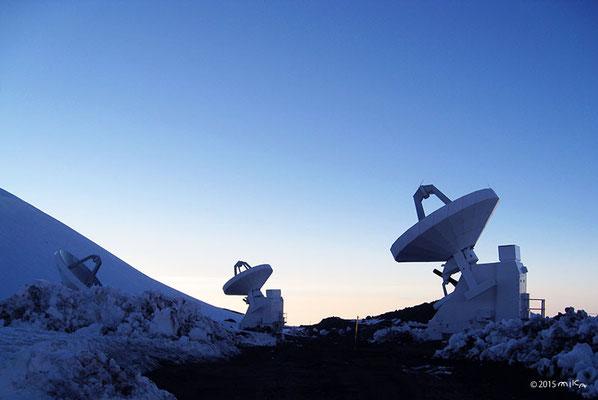 マウナケア天文台群にて(ハワイ島)