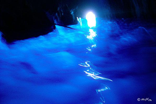 青の洞窟(ナポリのカプリ島)②